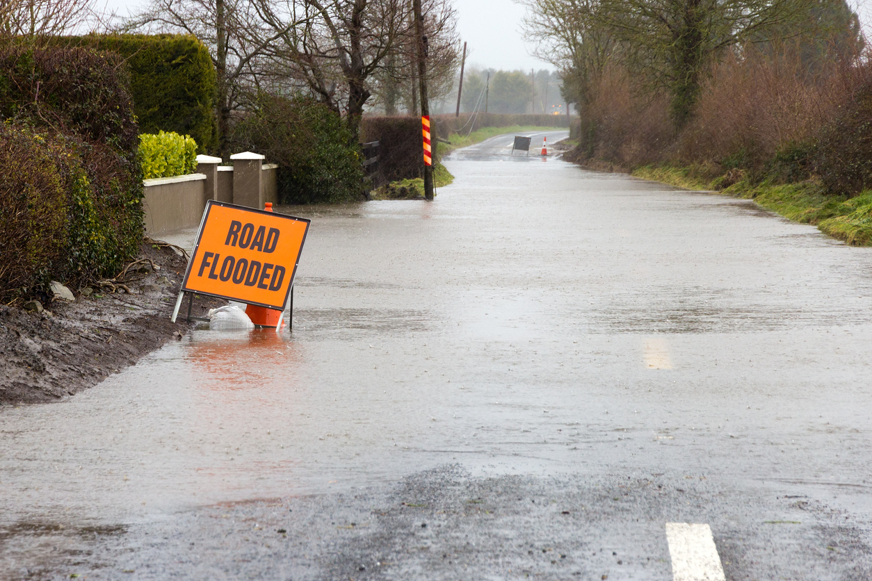 Road-flooded-sign